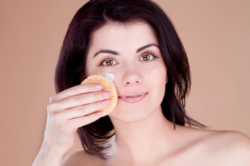 Увлажнение и питание кожи вокруг глаз