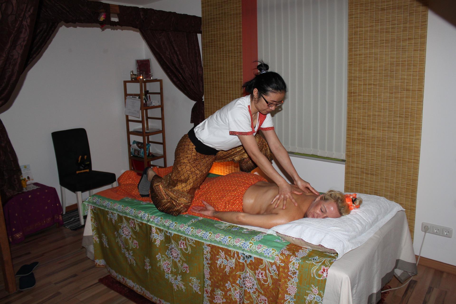 Как делается тайский массаж женщинам?