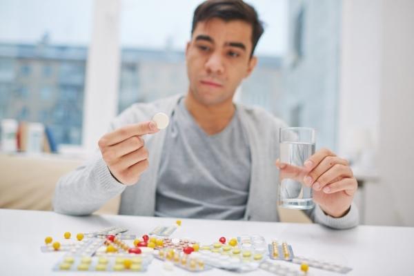 Мужчина и лекарства