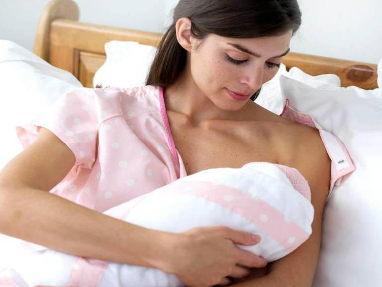 Когда начинаются месячные после родов при грудном вскармливании?