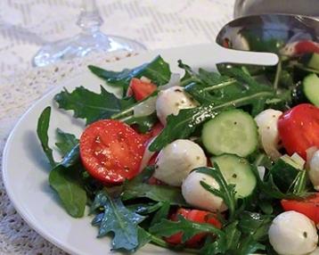 Салат с рукколой (руколой)