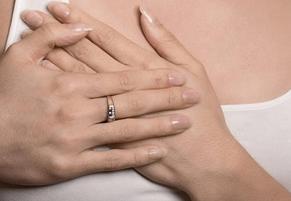 белые прыщи на груди у женщин