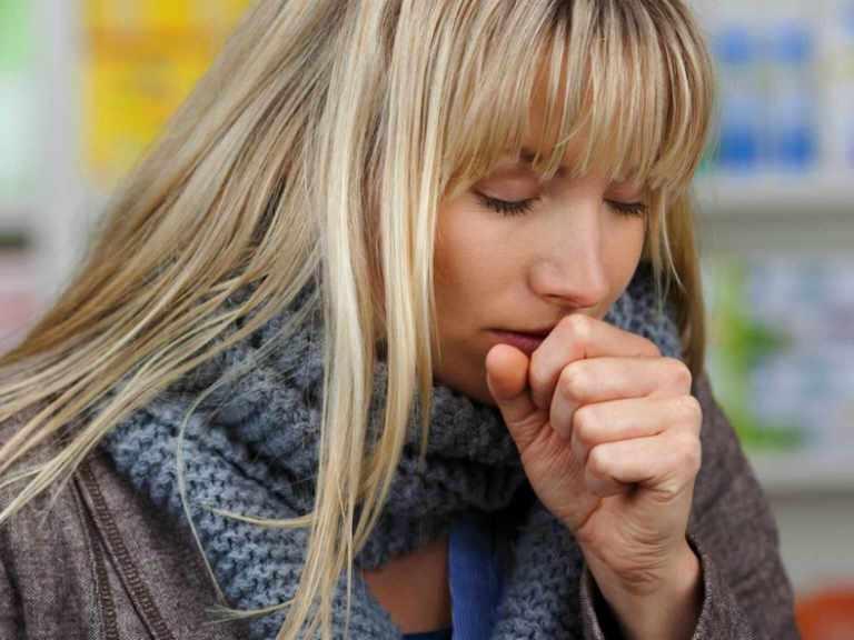 Сильный кашель у взрослого, чем лечить в домашних условиях