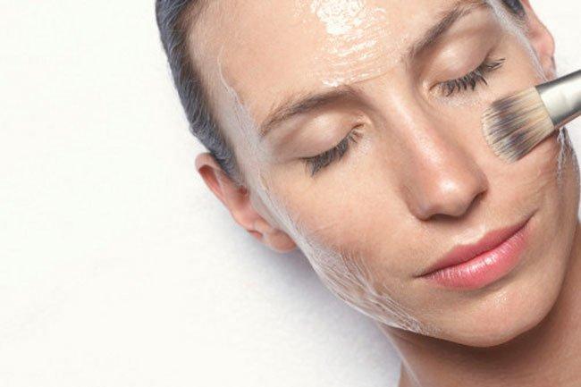Нанесение желатиновой маски для лица