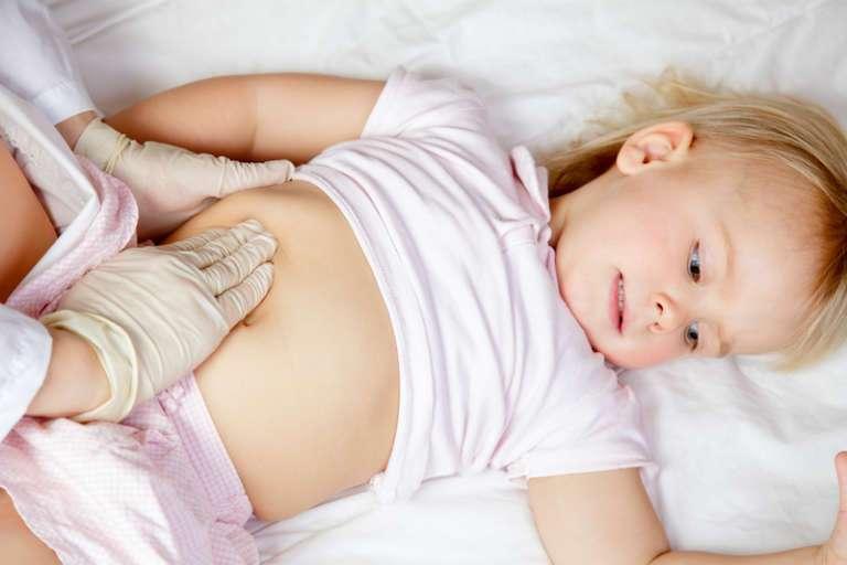 Первые признаки аппендицита у ребенка от 3 до 12 лет