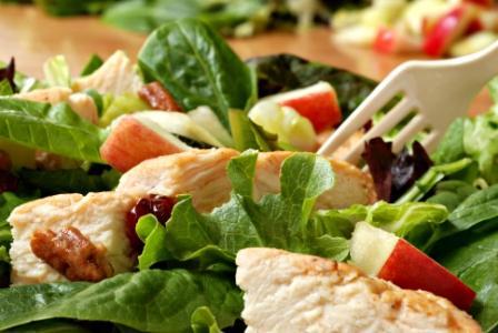 Салат с курицей и пармезаном