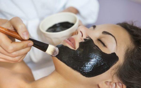Как наносить маску из желатина и активированного угля