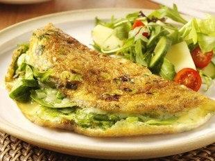 Правильный завтрак омлет с зеленью