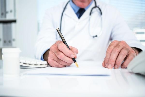 Доктор назначает лекарства