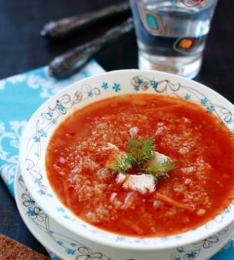 Томатный суп с курицей и киноа