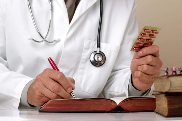Доктор назначает лекарсвта