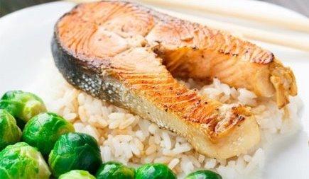 лосось с рисом и брюссельской капустой Блюда за 15 минут