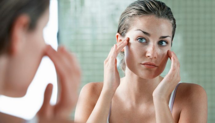 Причины, почему крем скатывается на лице: ответ косметолога на популярный вопрос