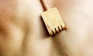 чешется спина в области лопаток