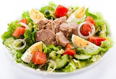 Салат с тунцом на ужин