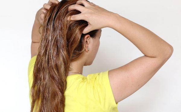 Способы нанесения масла на волосы