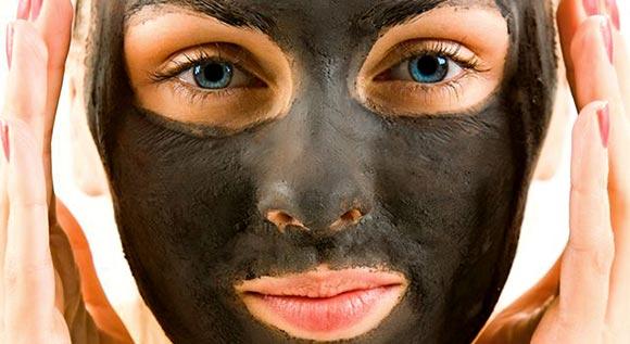Удивительная маска для лица из желатина и активированного угля