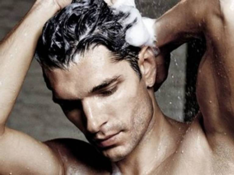 Как правильно мыть голову мужчине и женщине