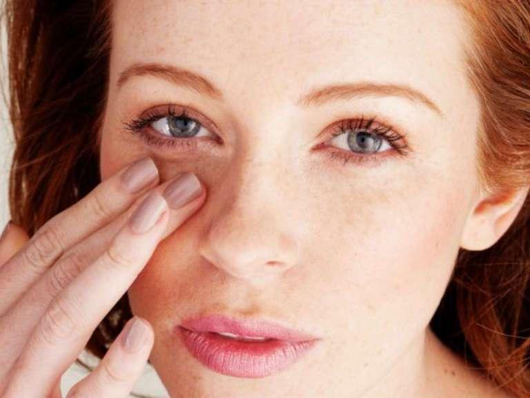 Как убрать мешки под глазами в домашних условиях за 5 минут