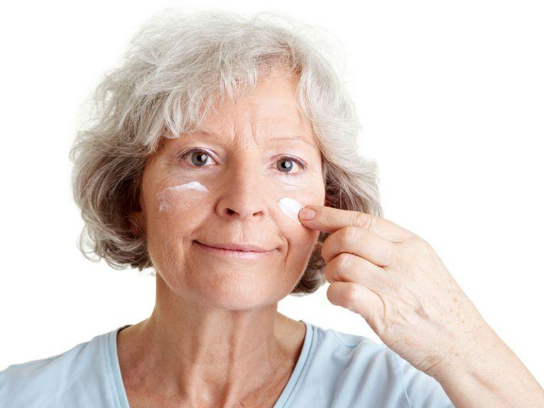 Омолаживающие маски для лица в домашних условиях после 50 лет