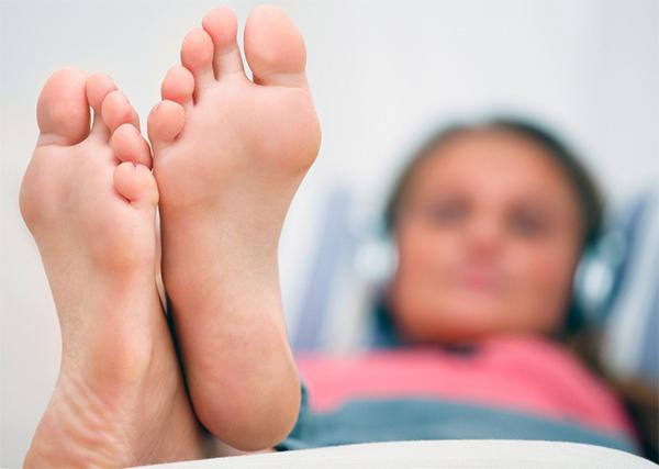 Почему появляется дерматит на ногах? Причины и рекомендации по лечению