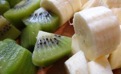 Бананы и киви для творожной запеканки
