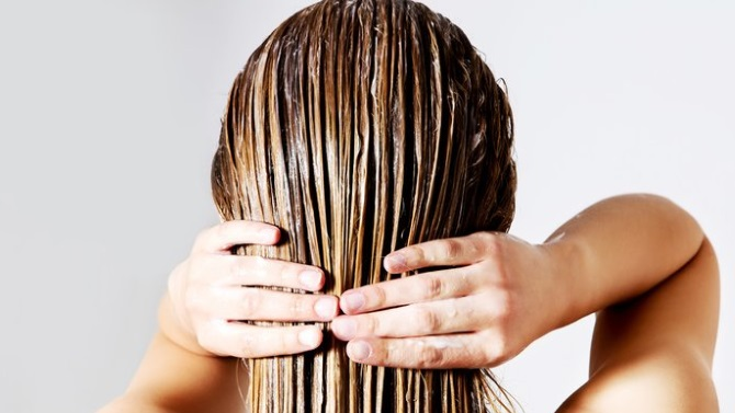 Маска для волос на основе касторового масла и хны