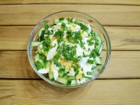 Салат из куриных яиц и огурцов
