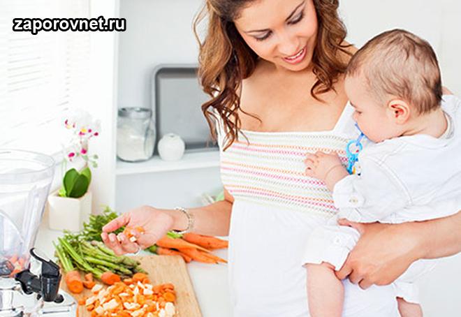 Мама с ребенком на кухне