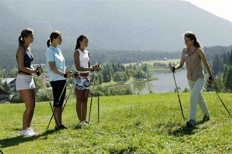 Скандинавская ходьба с палками, польза, как правильно ходить
