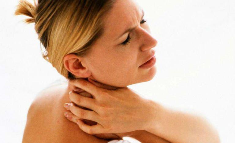 Головная боль при остеохондрозе шейного отдела, симптомы и лечение